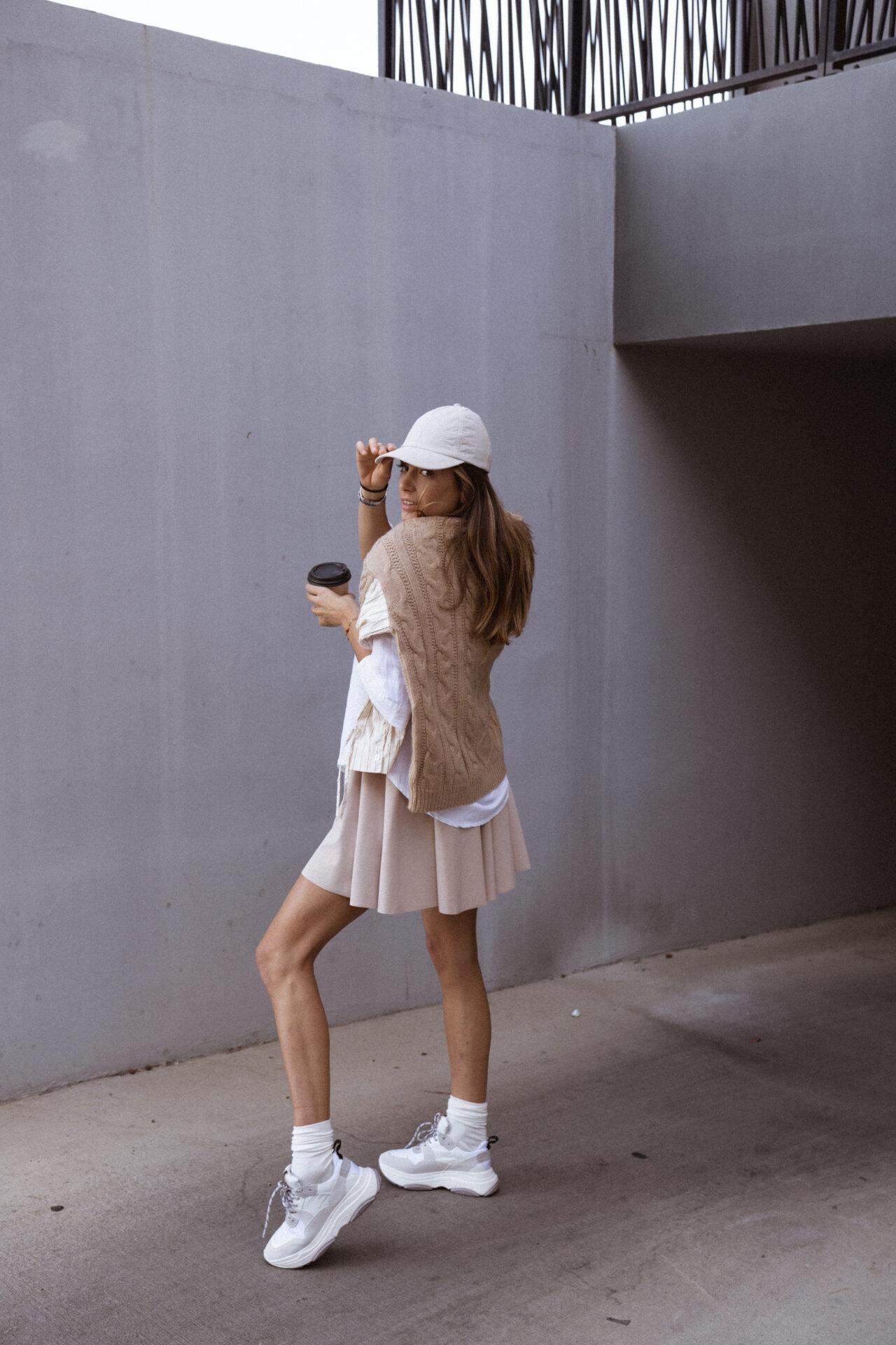 jupe-patineuse-beige-pull-beige-chemise-femme-gisette-store (12)