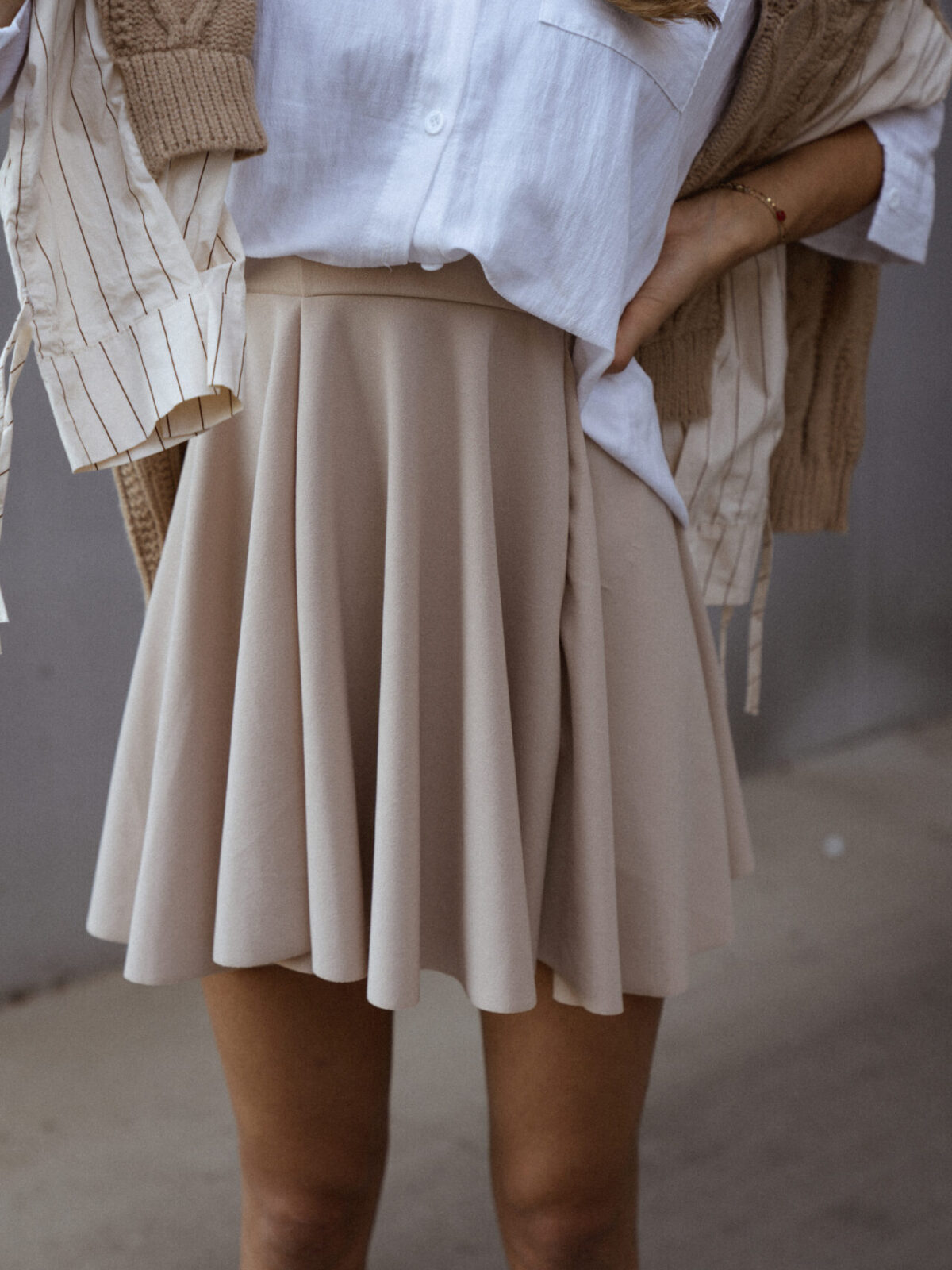 jupe-patineuse-beige-pull-beige-chemise-femme-gisette-store (42)