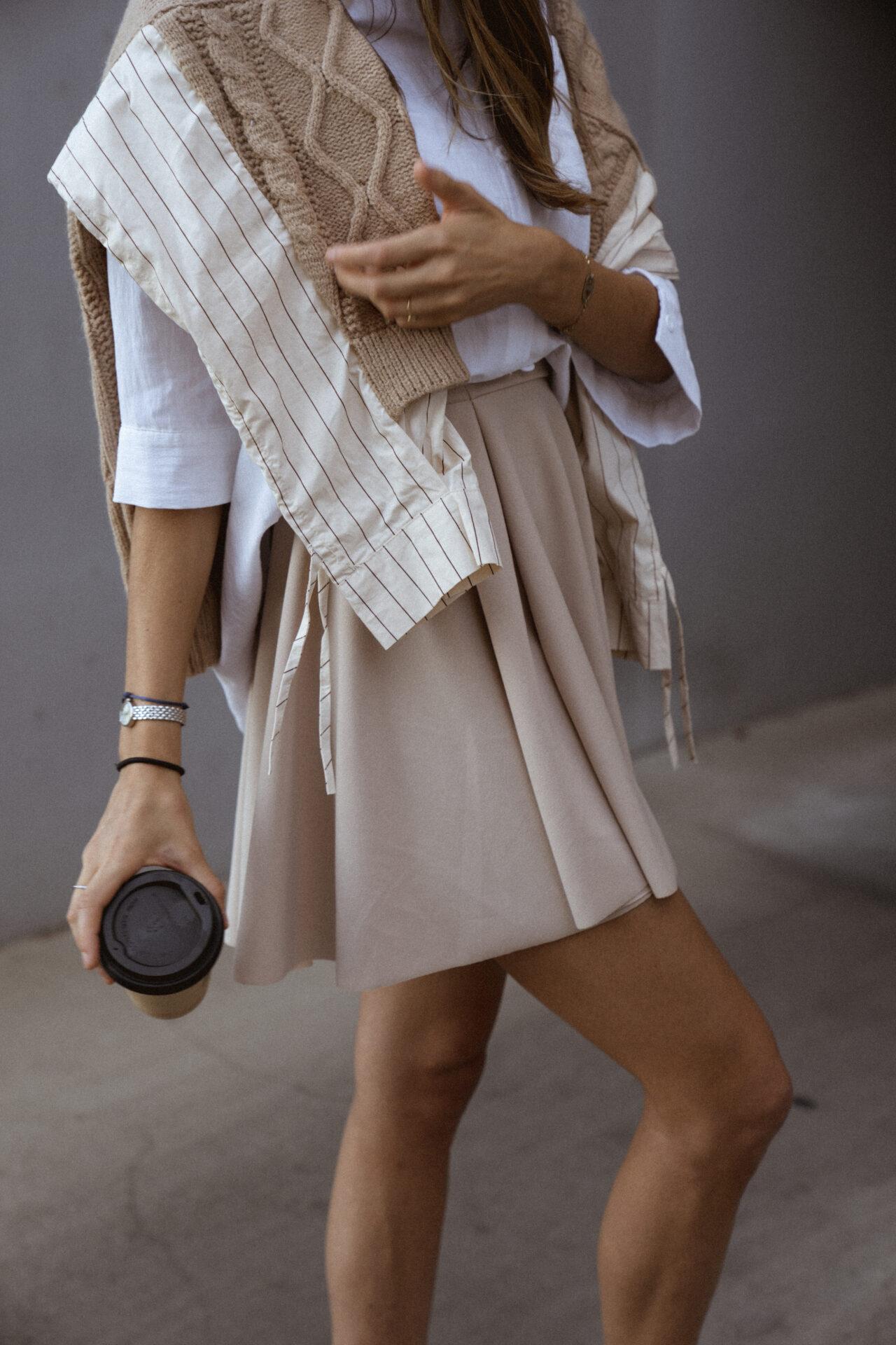jupe-patineuse-beige-pull-beige-chemise-femme-gisette-store (44)