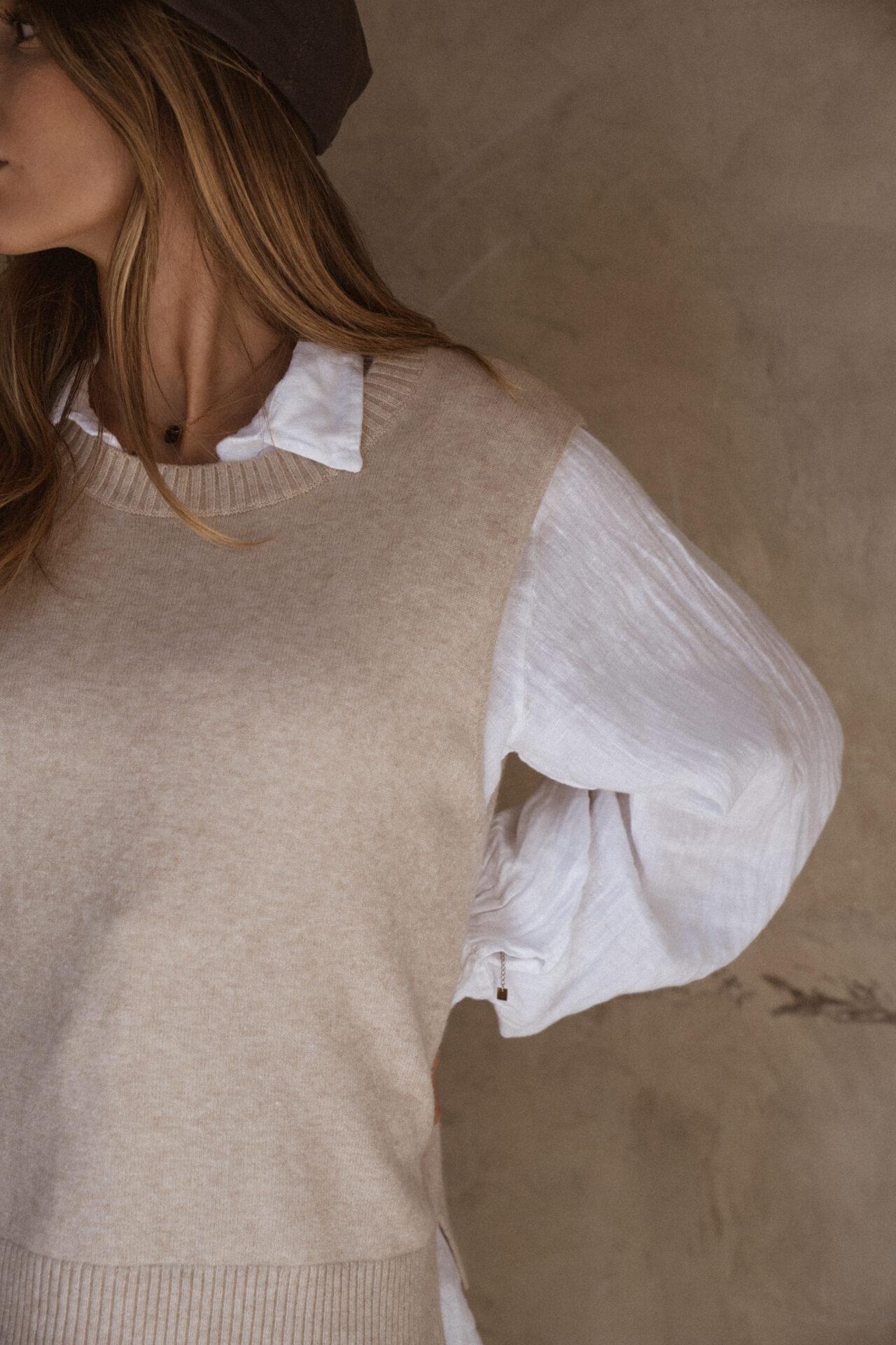 pull-sans-manches-beige-chemise-femme-gisette-store (11)