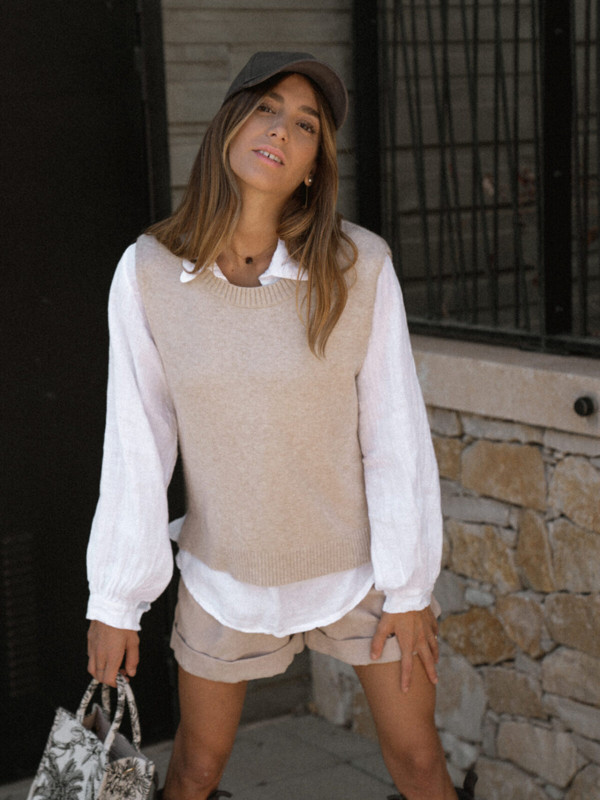 pull-sans-manches-beige-chemise-femme-gisette-store (24)