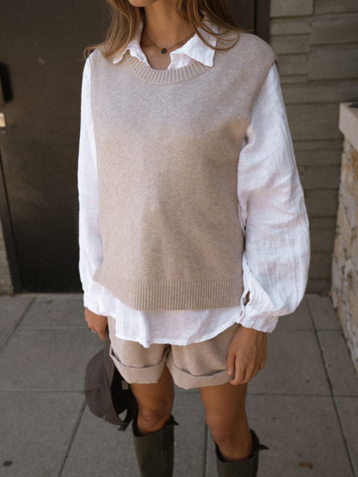 pull-sans-manches-beige-chemise-femme-gisette-store (31)
