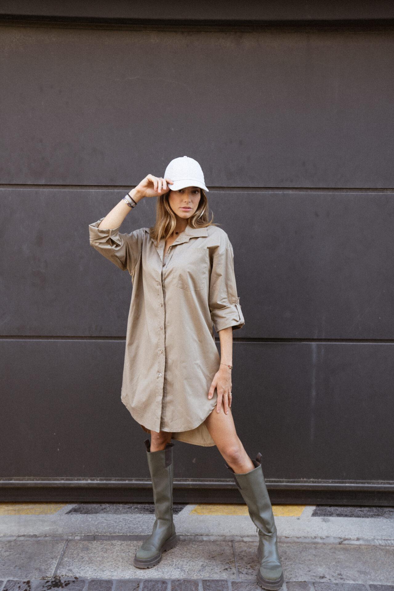robe-chemise-beige-botte-de-pluie-casquette-femme-gisette-store (11)
