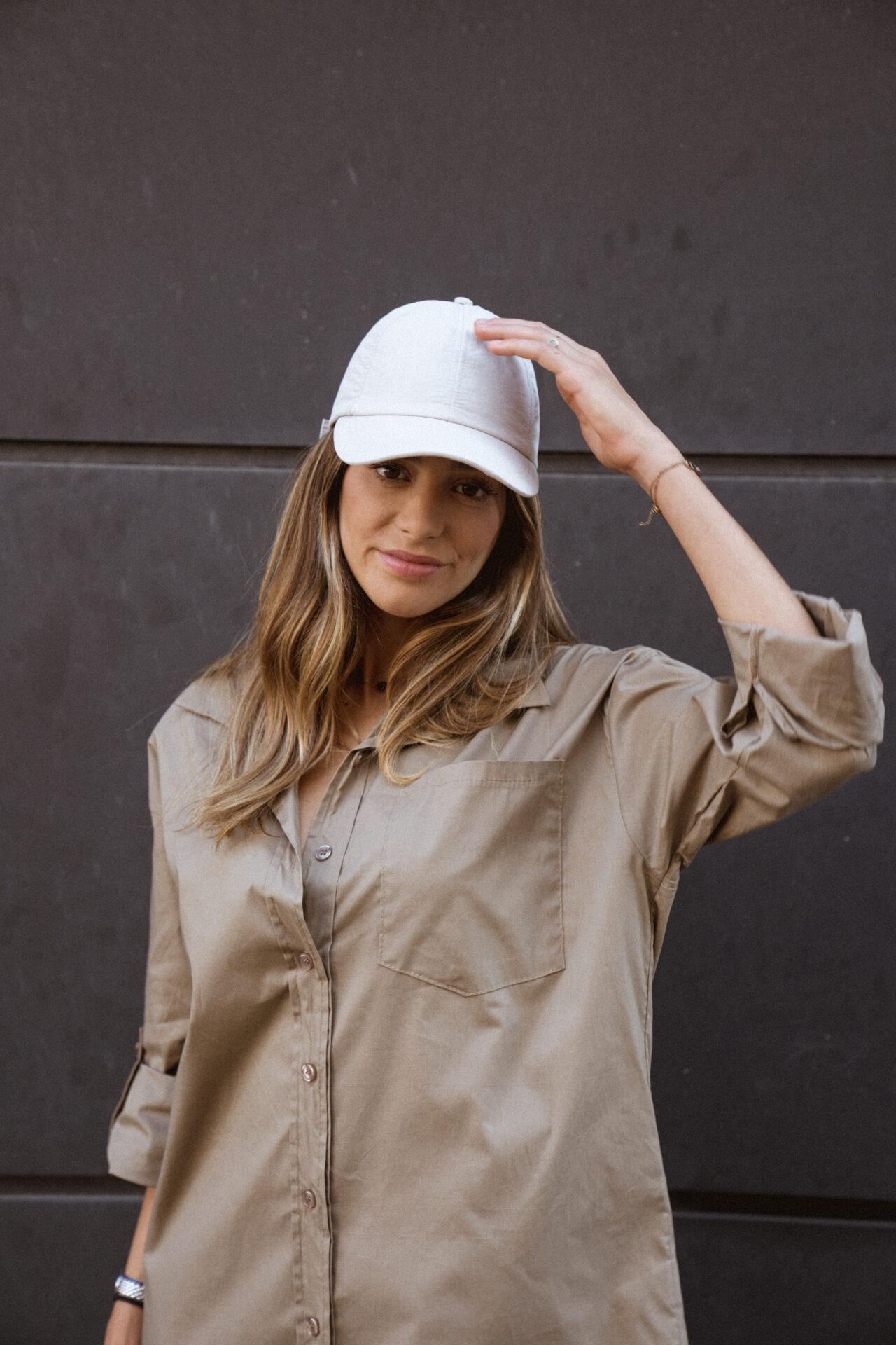 robe-chemise-beige-botte-de-pluie-casquette-femme-gisette-store (23)