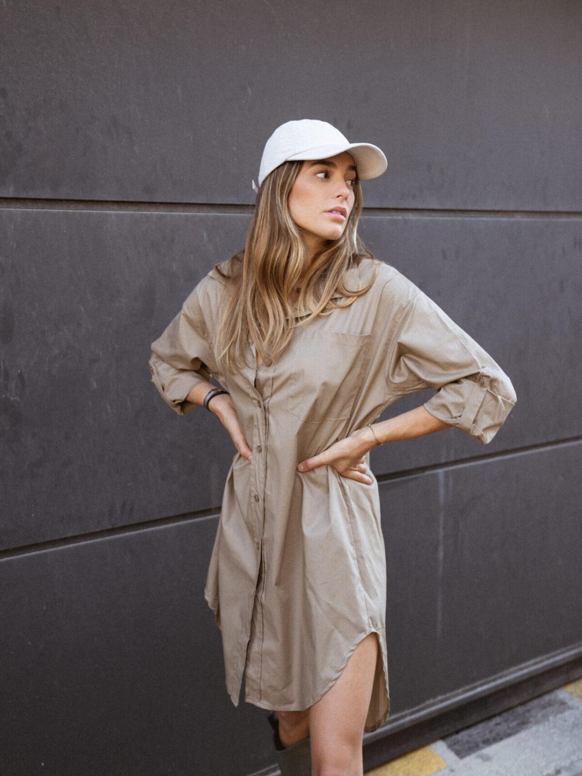 robe-chemise-beige-botte-de-pluie-casquette-femme-gisette-store (28)