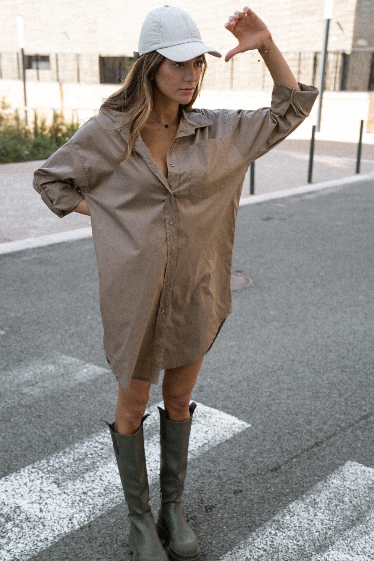 robe-chemise-beige-botte-de-pluie-casquette-femme-gisette-store (5)
